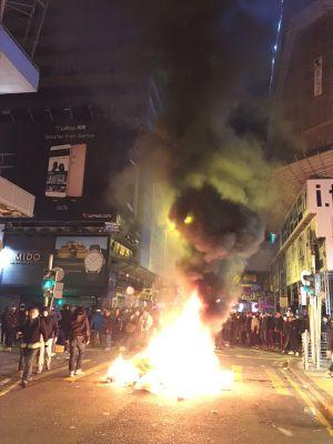 Biểu tình năm mới biến thành bạo loạn ở Hongkong, hàng chục người bị bắt giữ
