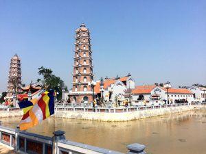 Du xuân một trong những ngôi chùa cổ nhất miền Trung