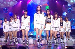Những girlgroup mới ra mắt đã méo mặt vì vũ đạo 'khó nhằn'