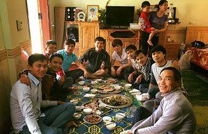 Ảnh ngôi sao 24h: Muôn vẻ ăn Tết âm lịch của cầu thủ Việt