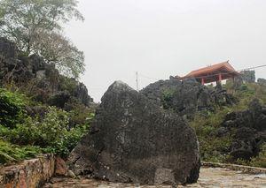 Bút tích độc đáo của vua Lê, chúa Trịnh trên động Hồ Công
