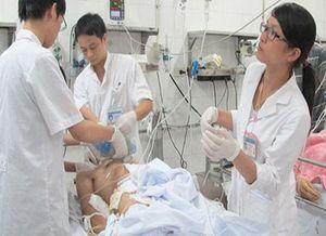 Gần 100 người nhập viện do pháo nổ trong 3 ngày Tết