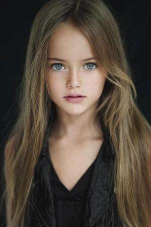 """Vẻ đẹp thiên thần của """"cô bé xinh đẹp nhất thế giới"""""""