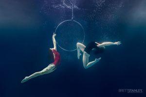 Choáng trước màn múa cột, đu dây dưới nước của mỹ nữ