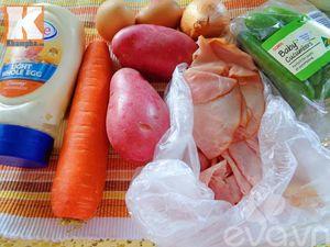 Salad trứng thanh mát không ngấy sau Tết