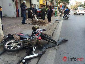 Hà Nội: Xe điên mất lái giữa phố, 2 phụ nữ bị thương nặng
