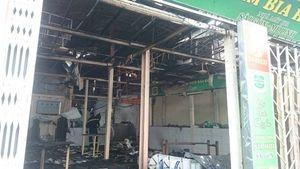 Cháy lớn phố Nguyễn Khang, 6 căn nhà chìm trong biển lửa