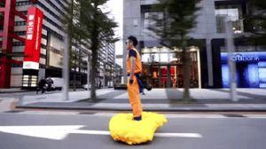 Songoku bay bằng cân đẩu vân trên đường phố Đài Loan