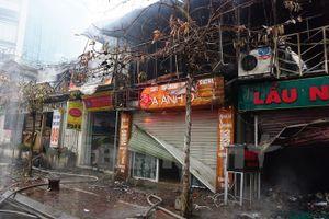 Hà Nội: Cháy lớn mùng 4 Tết, xe cứu hỏa cạn nước