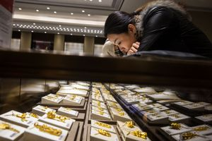 Trung Quốc, Ấn Độ tăng mua vàng