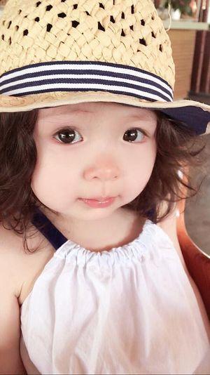 Con gái Elly Trần 'đốn tim' fan khi bập bẹ học đếm bằng hai thứ tiếng