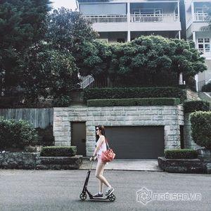 Á hậu Tú Anh khoe dáng ngọc trên đường phố Úc