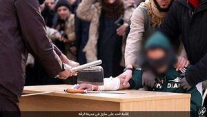 Phiến quân IS chặt tay 'kẻ trộm' giữa đám đông