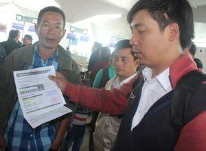 Hành khách bức xúc vì máy bay liên tục hoãn chuyến