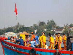 Ngư dân vùng biển Quảng Nam rộn ràng lễ hội cầu ngư