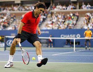 Top 10 pha đánh qua háng thần thánh nhất của Federer