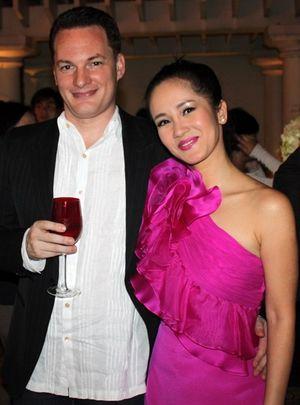 Chồng Hồng Nhung: 'Tôi và vợ tận dụng mọi thời gian bên nhau'