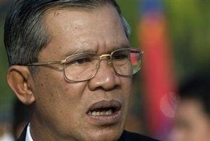 """Tại sao ông Hun Sen """"bỗng dưng nổi đóa"""" chuyện Biển Đông?"""