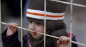 24h qua ảnh: Cậu bé Syria đăm chiêu nơi cửa khẩu Thổ Nhĩ Kỳ