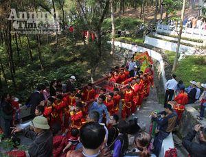 Dâng cặp bánh chưng 700kg cúng anh linh thân mẫu Chủ tịch Hồ Chí Minh