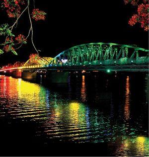 Tôi chảy vào Tạp chí Sông Hương