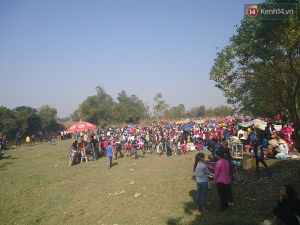 Hàng nghìn người đổ xô đi chợ 'ném nhau' ở Thanh Hóa để cầu may