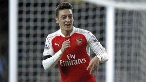 Từ chối gia hạn với Arsenal, Oezil ngóng tin từ Barca