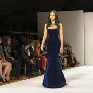 Hoa hậu Hoàn vũ tiếp tục gây sốt ở sàn diễn New York