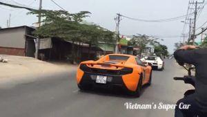 """Xem cảnh dàn siêu xe của đại gia Minh """"Nhựa"""" chạy trên đường Sài Gòn"""