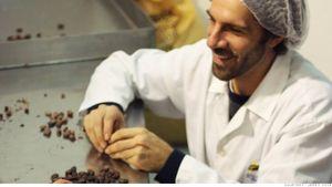 Quy trình sản xuất socola Valentine siêu đắt đỏ