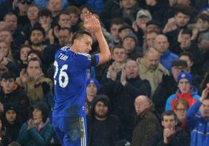 Hàng thủ Chelsea tan hoang trước Champions League