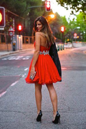 Những mẫu váy đỏ quyến rũ cho bạn gái tỏa sáng ngày Xuân