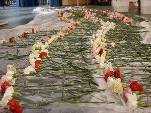 Ấn tượng với cậu học sinh tặng hoa cho gần 900 bạn nữ nhân dịp Valentine