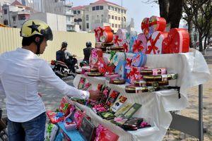 Thị trường quà Valentine ế ẩm, người buôn xác định lỗ