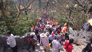 Hơn 200 nghìn lượt người đến Yên Tử