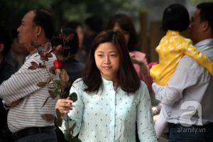 Hà Nội: Người dân nô nức tìm đến chùa Hà cầu duyên ngày lễ tình yêu