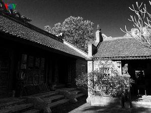 Ngắm bộ ảnh đen trắng của họa sĩ Thành Chương chụp Việt Phủ