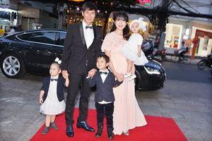 Vợ chồng Lý Hải cùng các con rạng rỡ ra mắt phim do mình sản xuất