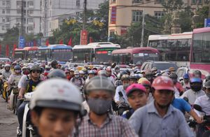 Người dân về quê nghỉ lễ, giao thông Hà Nội kẹt cứng