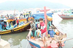 Hà Tĩnh: Ngư dân tiếp tục ra khơi kiếm sống