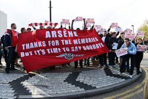 CĐV Arsenal biểu tình rầm rộ, đòi tống cổ HLV Arsene Wenger
