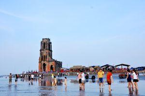 Rác thải, hàng quán 'bủa vây' nhà thờ đổ Nam Định