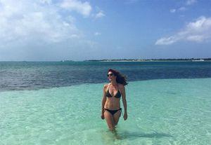Sao ngoài 40 tuổi vẫn nóng bỏng với bikini