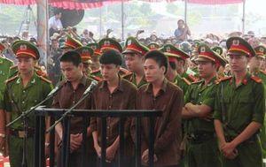 Thảm sát ở Bình Phước: Nước mắt ướt đẫm thấy người đến