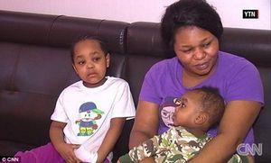 Thót tim chứng kiến cảnh mẹ thả 3 đứa con từ tầng 4 để thoát khỏi biển lửa