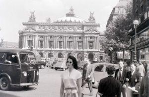 Ảnh nét căng về Paris giữa những năm 1950