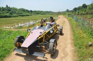 Thợ máy tự chế xe đua trong 21 ngày với 30 triệu đồng