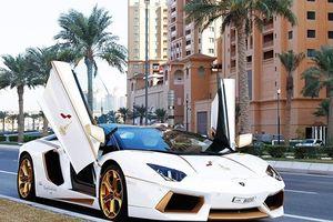 """Đại gia ném cả """"chục cân vàng"""" lên siêu xe Lamborghini"""