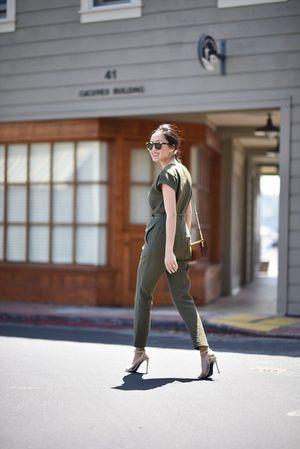 7 món các BTV thời trang không bao giờ diện đi làm