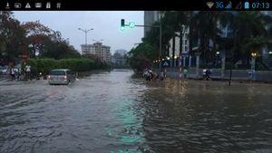 Dân Facebook chia sẻ cảnh tắc đường, ngập nhà sau mưa đầu hè
